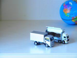 2台のトラックのおもちゃ
